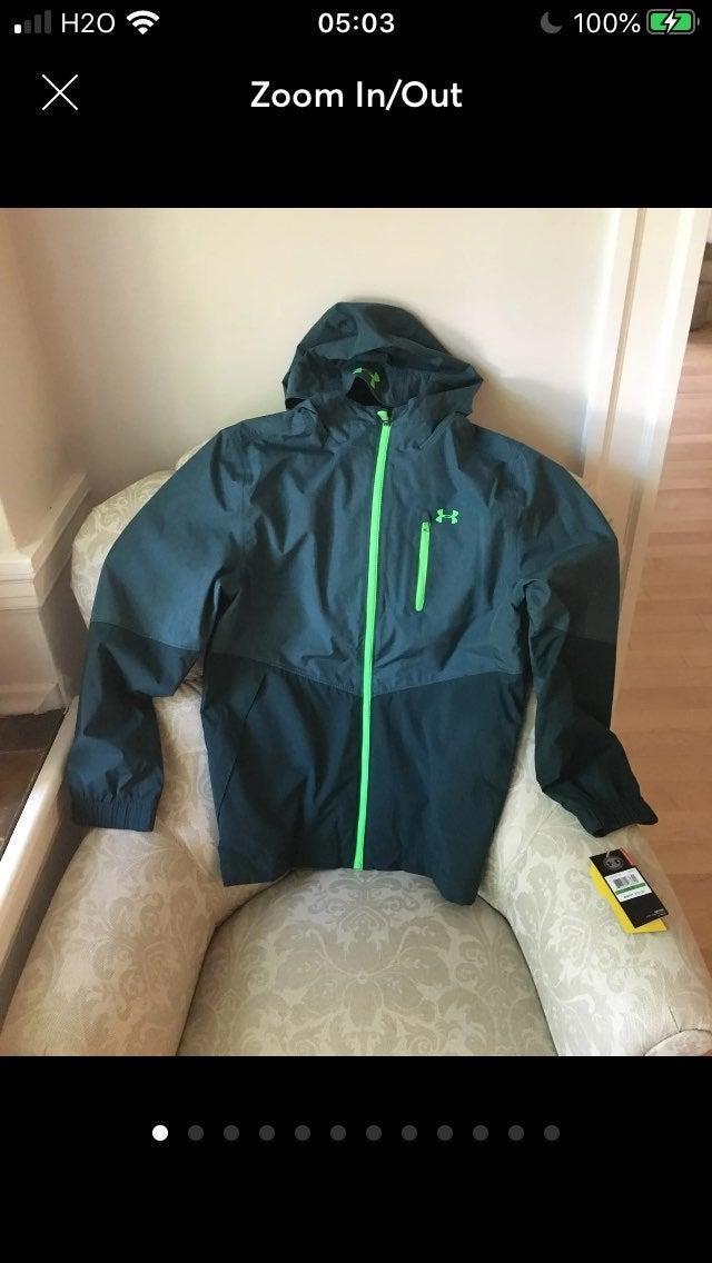 Big boys MD Under Armour hoodie rain