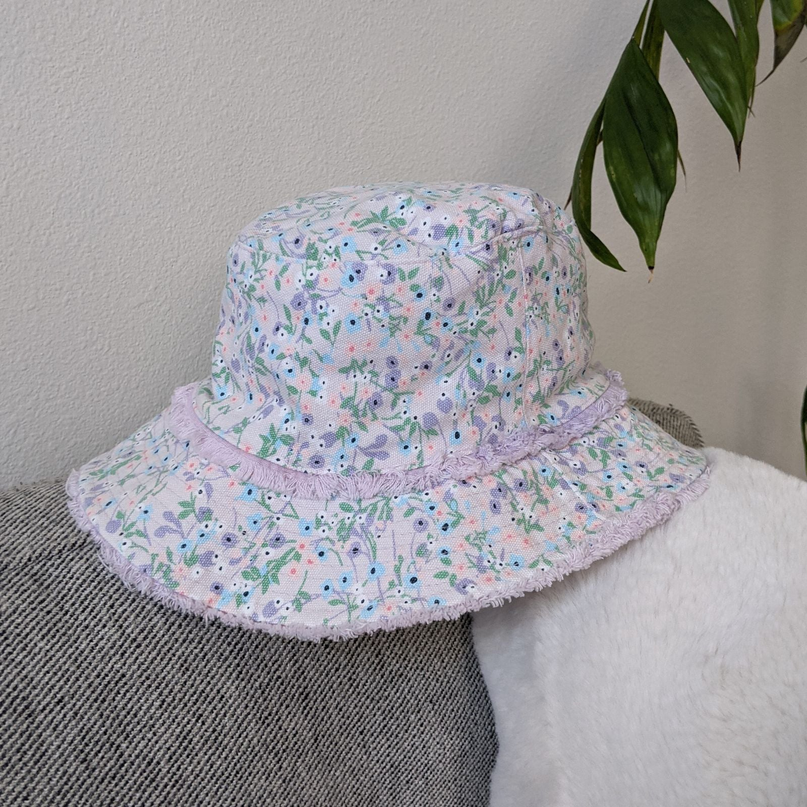 Lilac floral bucket hat