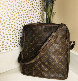49c59b027985 Shop New and Pre-owned Louis Vuitton One Zip Handbags