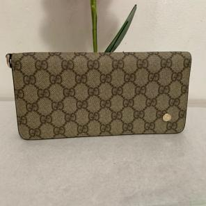 13b48647a25 Shop New and Pre-owned Gucci Leather Wallets for Women