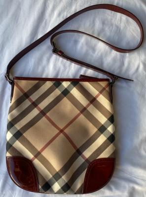 aaa33aab32b5 Shop New and Pre-owned Burberry Top Closure Handbags