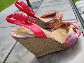 deb98ac6b8f Shop New and Pre-owned Gianni Bini Floral Shoes