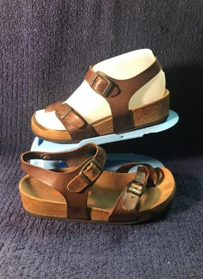 86a2ec343a9 Shop New and Pre-owned Merrell Leather Sandals