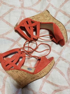 7c0714ca3aa Shop New and Pre-owned GUESS Platform Sandals