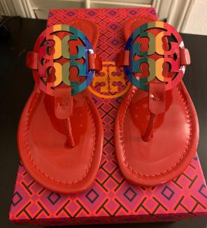 4cd800eab2b8 Shop New and Pre-owned Tory Burch Leather Sandals