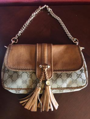 8a246421ccc Shop New and Pre-owned Gucci Snap Closure Handbags