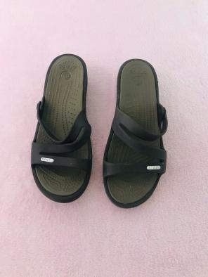 f3b6f3be7183 Shop New and Pre-owned Crocs Slip-On Sandals