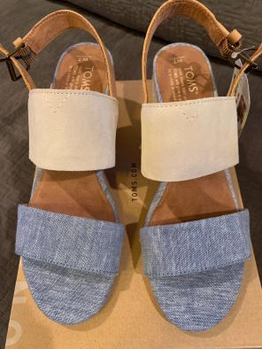 97a493ae1 Shop New and Pre-owned TOMS Leather Sandals