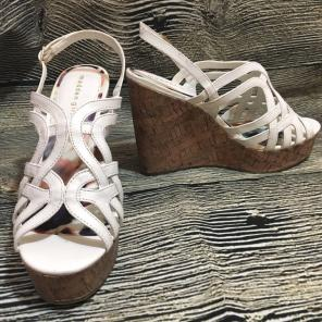 8f3c22de4053 Shop New and Pre-owned Madden Girl Platform Wedge Shoes