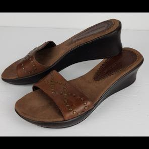 61600479b65 Shop New and Pre-owned Montego Bay Club Leather Sandals
