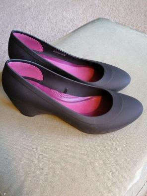 0f850ee39f0d Shop New and Pre-owned Crocs Wedge Pumps